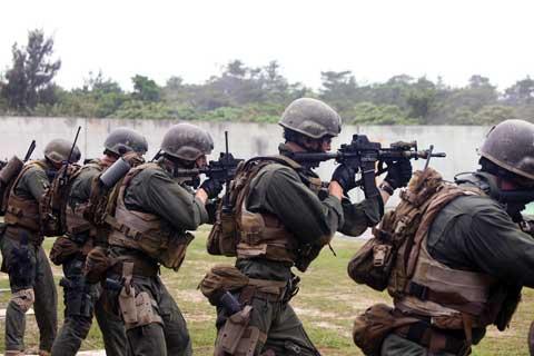 Soldiers practice at Camp Hansen