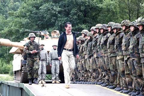 German defense minister visits USAG Grafenwoehr